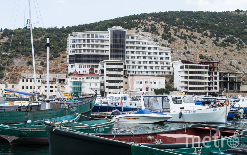 На сайте Booking.com не указано, к какой стране принадлежит Крым.