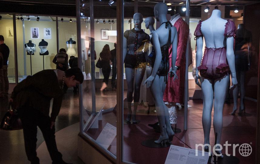 """На экспозиции представлены более 200 предметов мужского и женского гардероба. Фото Святослав Акимов., """"Metro"""""""