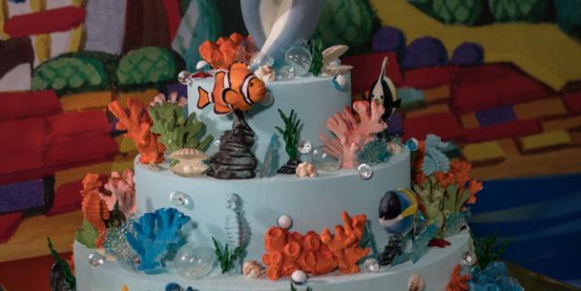 Торт с дельфинами.