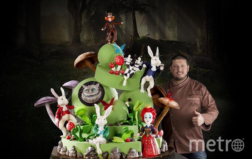 Торт по мотивам сказки «Алиса в стране чудес» весил  около ста килограммов и собирался по частям. Фото Instagram