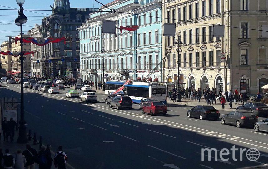 Украшения к9мая наНевском оборвали троллейбусные кабеля