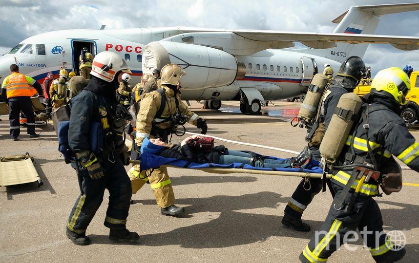 Вместе со СПАСОП Пулково в учениях в аэропорту принимают участие городские экстренные службы. Фото Пулково