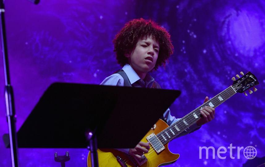 Во время выступления юного гитариста Брюс Хэмптон упал и умер. Фото Getty
