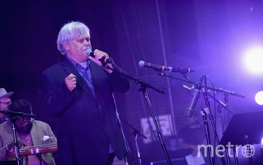 Американский рок-музыкант Брюс Хамптон скончался насцене впроцессе выступления