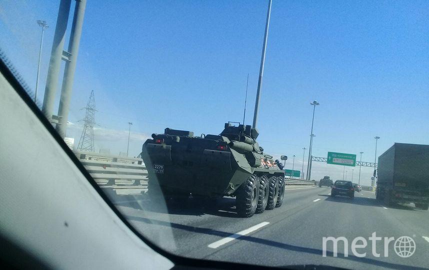 Фото военной техники на дорогах в Петербурге показали автомобилисты. Фото vk.com