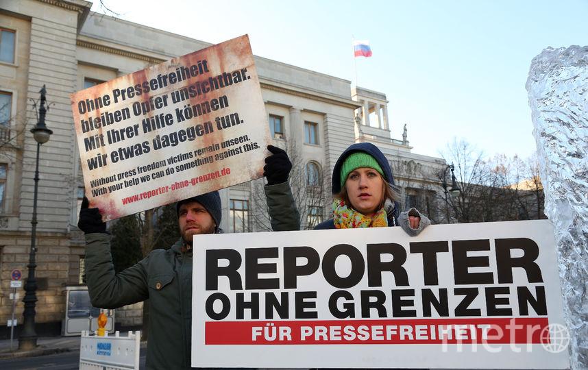 """Журналисты и другие участники """"Репортёров без границ"""" протестуют против ограничений свободы печати. Фото Getty"""