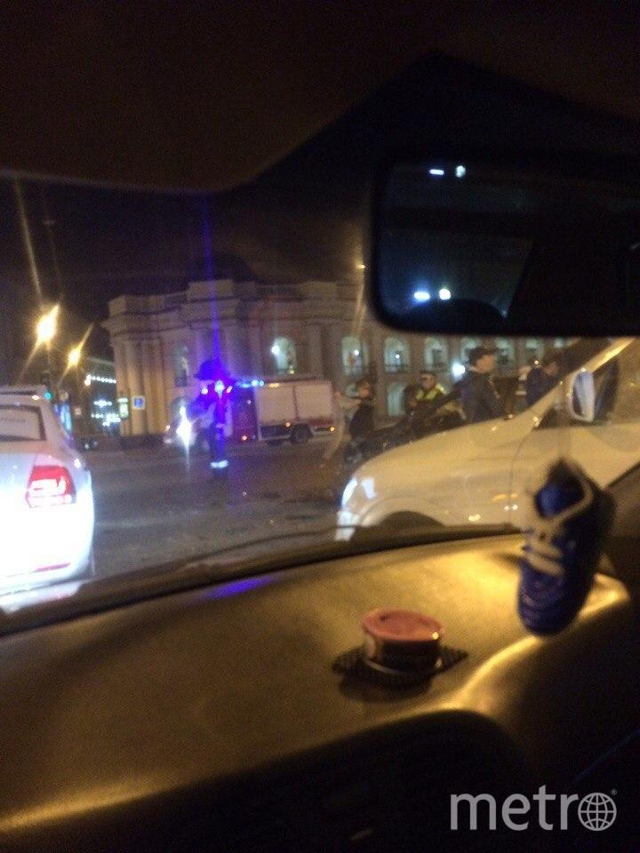 В сети появилось и видео самой аварии на Невском проспекте в Петербурге. Фото vk.com