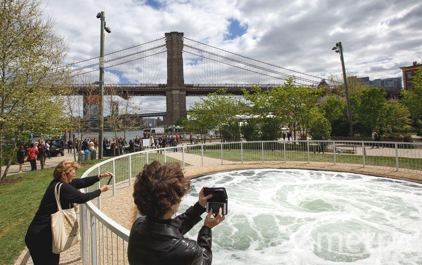 Знаменитый современный художник Аниш Капур вновь удивил своей новой инсталляцией. Фото Getty