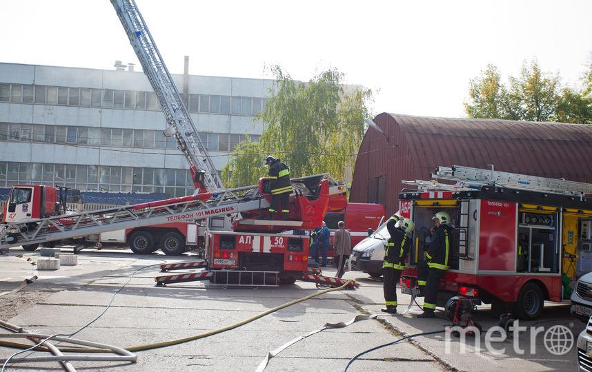 Пожар вцентральной части Москвы. НаЛубянском проезде полыхает выселенное сооружение