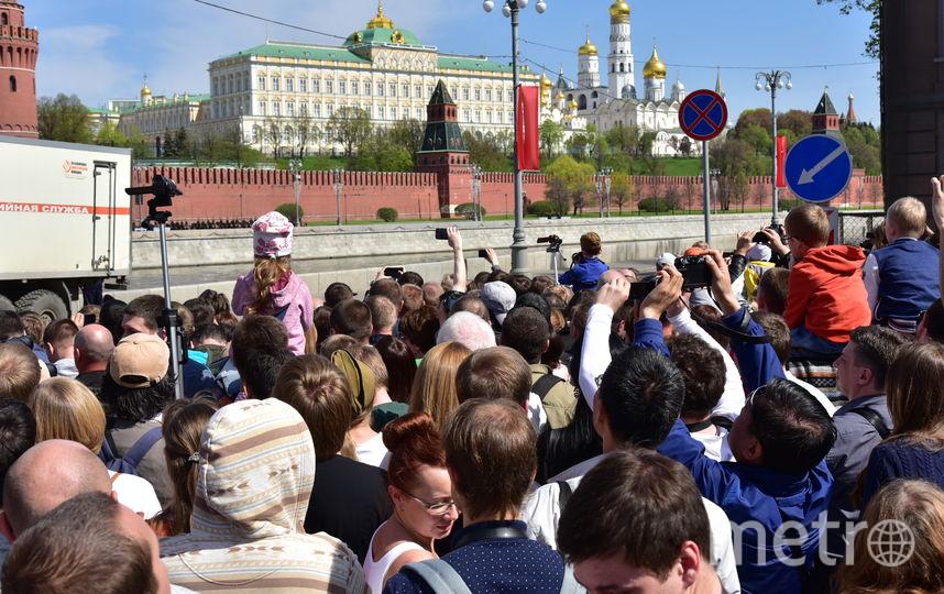 Москвичи в ожидании парада 9 мая в Москве (архивное фото). Фото Василий Кузьмичёнок
