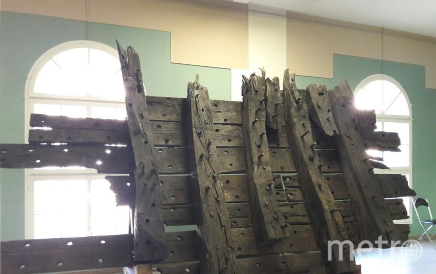 """В Кронштадте со дна залива достали пушку времен Петра I. Фото Софья Сажнева, """"Metro"""""""