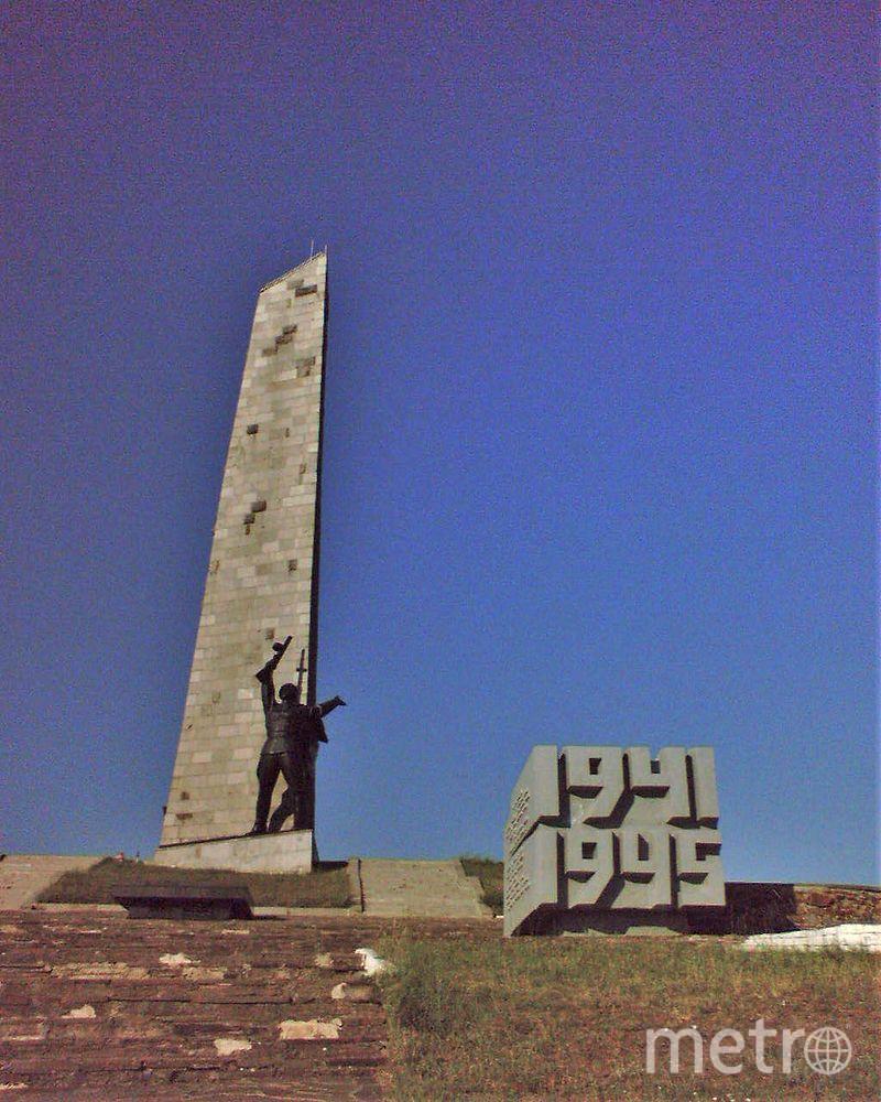 Вершина Саур-Могилы до разрушения мемориала в августе 2014 года. Фото Wikipedia/Cimba