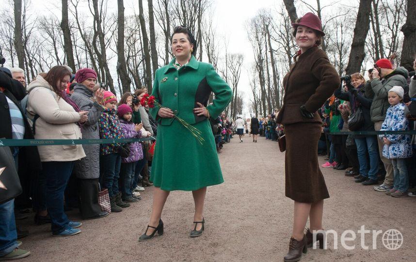 """В пятом """"Показе мод 1945"""" приняло участие порядка 60 моделей."""