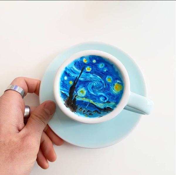 Южнокорейский бариста делает шедевры накофейной пене