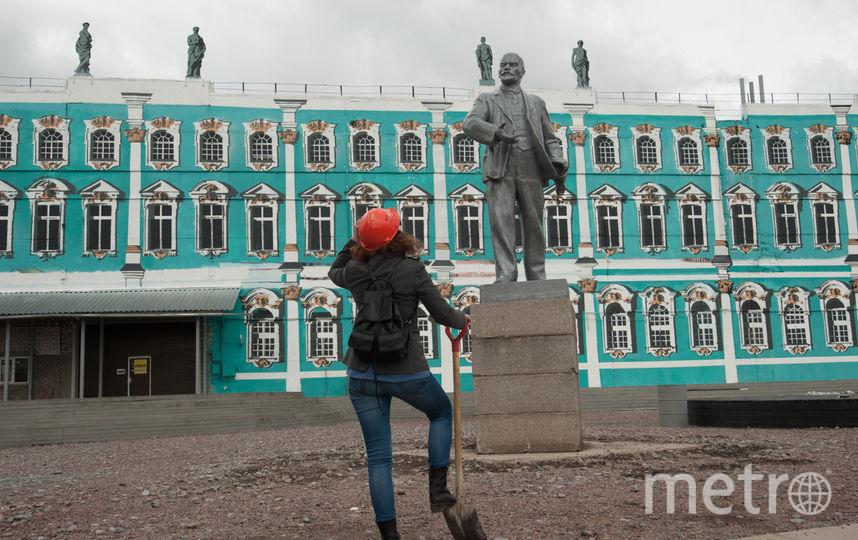 Экспозиция в Музее уличного искусства в честь 100-летия революции.