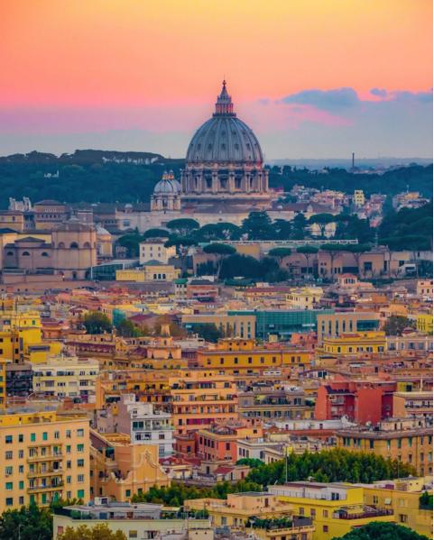 В Риме взрыв прогремел утром 12 мая.