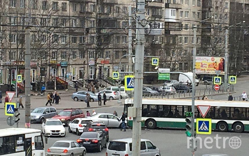 Крупное ДТП с участием рейсового автобуса произошло на Светлановском проспекте.