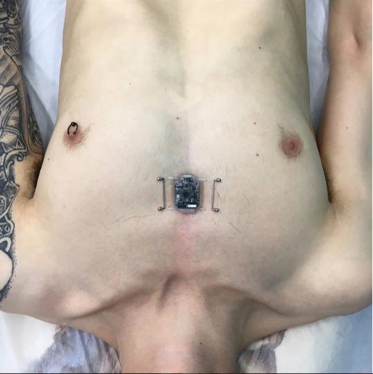 Как выглядит человек-компас. Фото Скриншот Instagram/diakovevgeny