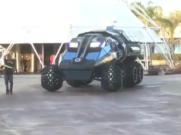 В США на мысе Канаверал презентовали большой марсоход Mars Rover.