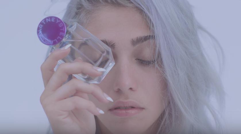 Лурдес Леон снялась в рекламе для нового аромата модного дома Pop от Stella McCartney. Фото Скриншот Youtube.