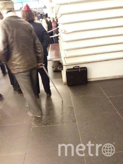 На платформе кто-то оставил портфель. Фото vk.com