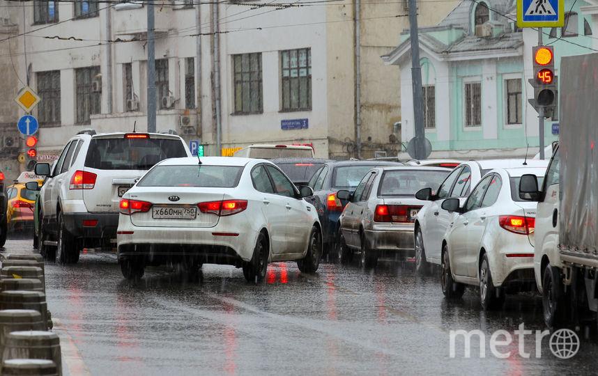 Пробки на трассах в столице достигли 8-ми баллов
