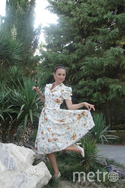 Это не только мое счастливое, но и любимое платье - дизайнерское решение моей свекрови Буряниной Татьяны (ручная работа). Это ретро-платье с принтом из бабочек, приносит мне легкость, воздушность и счастливые минуты, когда я иду в нем по улице. Почему то в этот день у меня получается исполнить все запланированное, думаю дело именно в нем. Фото Ирина Баринова