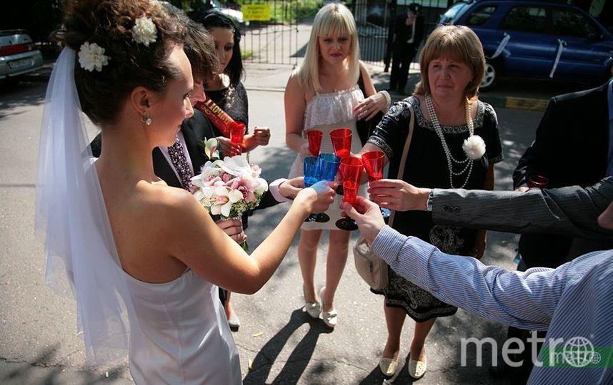 """В московских ЗАГСах запретили живую музыку и фуршеты с шампанским. Фото Василий Кузьмичёнок, """"Metro"""""""