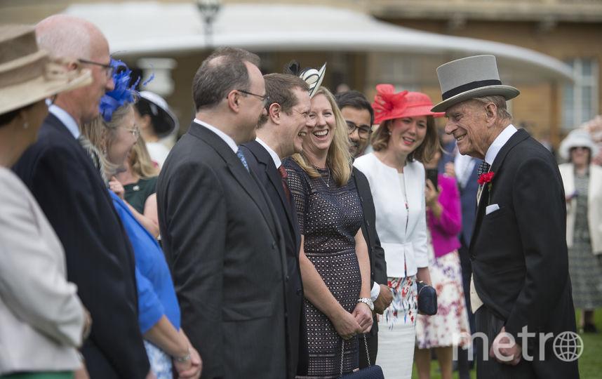 Принц Филипп приветствует гостей. Фото Getty