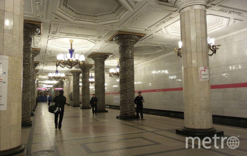 """Очевидцы: В метро Петербурга пахнет гарью. Фото """"Metro"""""""