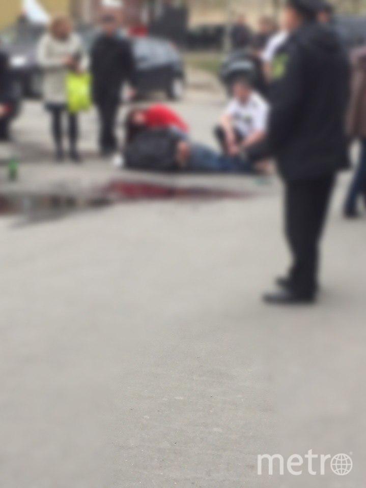 Петербуржец бился головой об асфальт и очутился в луже крови. Фото «ДТП и ЧП | Санкт-Петербург», vk.com