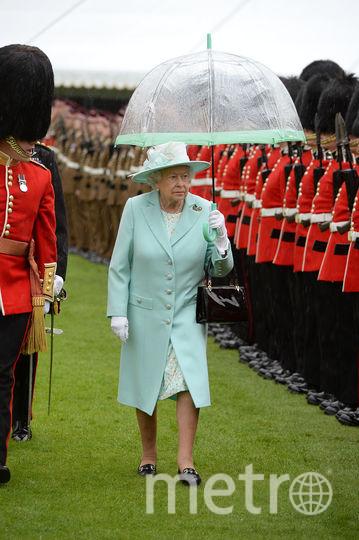 Королева Елизавета II поразила пользователей Сети своим мятным нарядом. Фото Getty