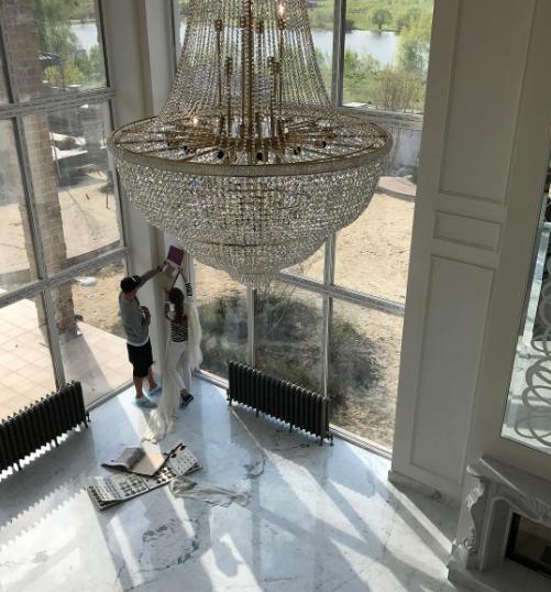 Анастасия Костенко и Дмитрий Тарасов выбирают шторы в новый дом. Фото Instagram Дмитрия Тарасова
