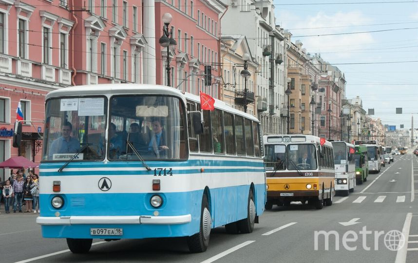 Парад ретро-транспорта в Петербурге.