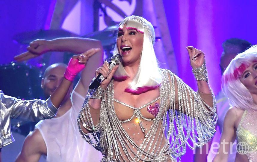 71-летняя Шер сменила два полупрозрачных наряда наBillboard Music Awards