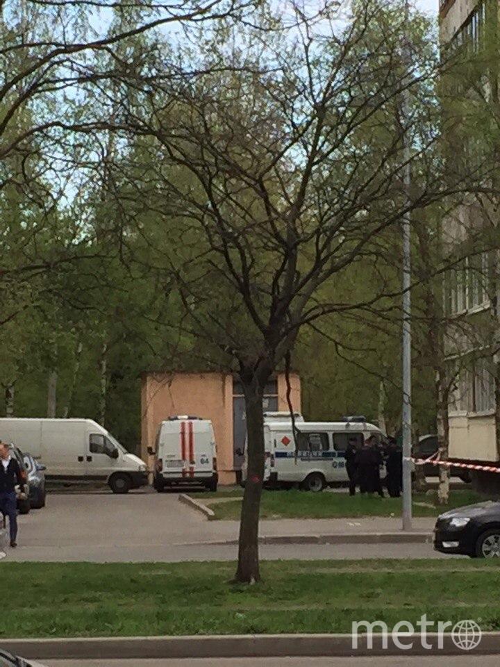 """В Петербурге мужчина угрожает взорвать дом на Товарищеском. Фото Ольга Рябинина, """"Metro"""""""