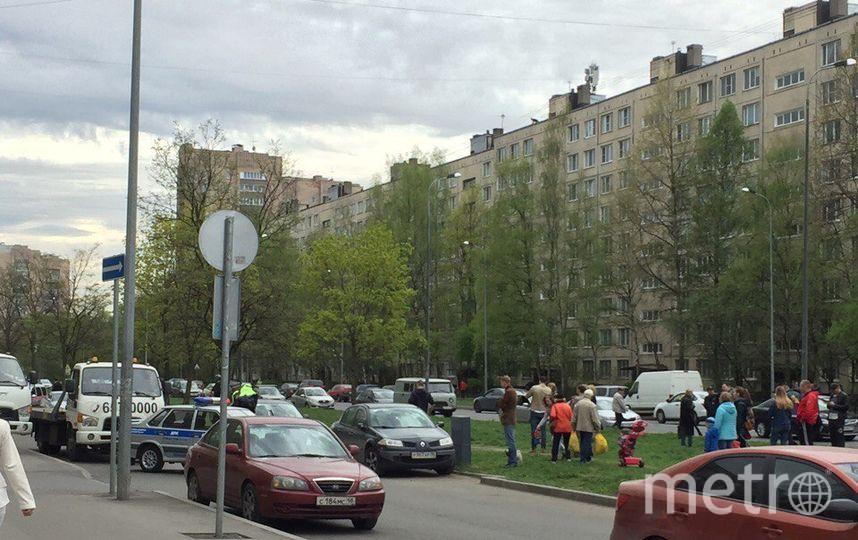 Дом вПетербурге эвакуировали из-за мужчины сгранатой