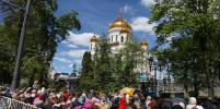 Москвичи часами стоят в очереди за мощами Николая Чудотворца