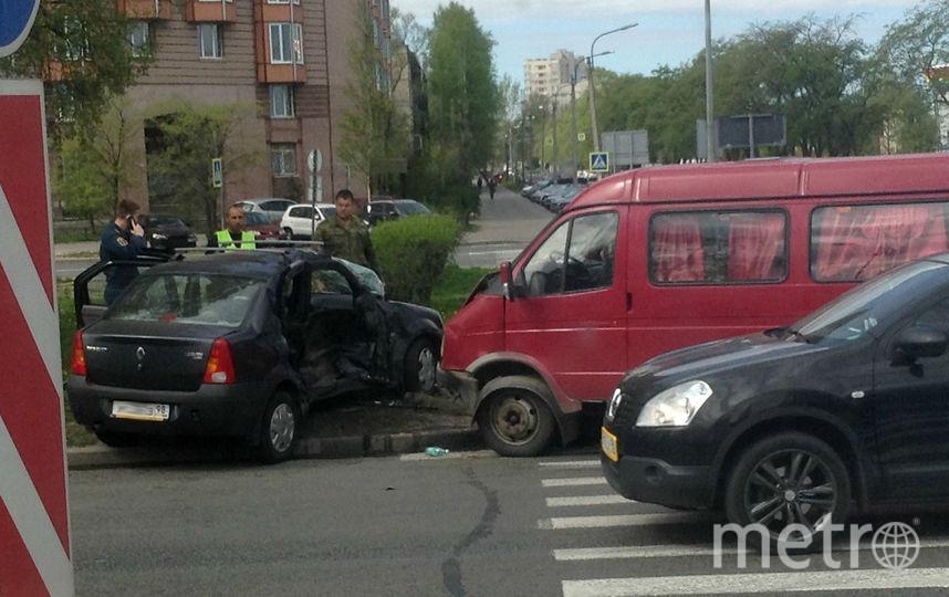 ВПетербурге 5 человек пострадали при столкновении «ГАЗели» и«Рено»