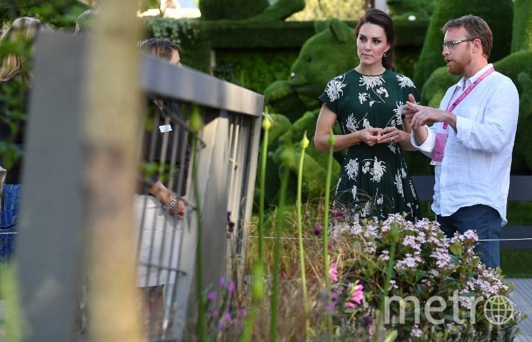 Герцогиня Кэтрин (Кейт Миддлтон) на цветочной выставке. Фото AFP