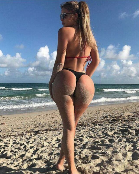Фото с пляжа. Фото Instagram plagarised_chicks