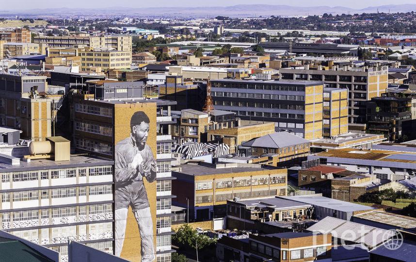 Изображение Нельсона Мандэлы на стене дома, ЮАР. Фото ISTOCK