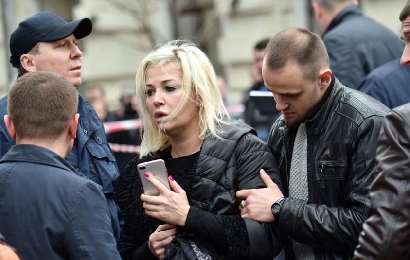 Мария Максакова на месте убийства Вороненкова. Фото AFP