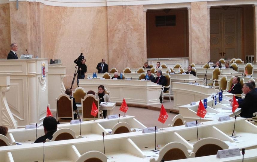Парламентарии второй раз отложили вопрос о референдуме по Исаакию.