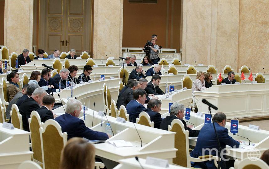 Депутаты ЗакСа выбрали почётных граждан Петербурга.