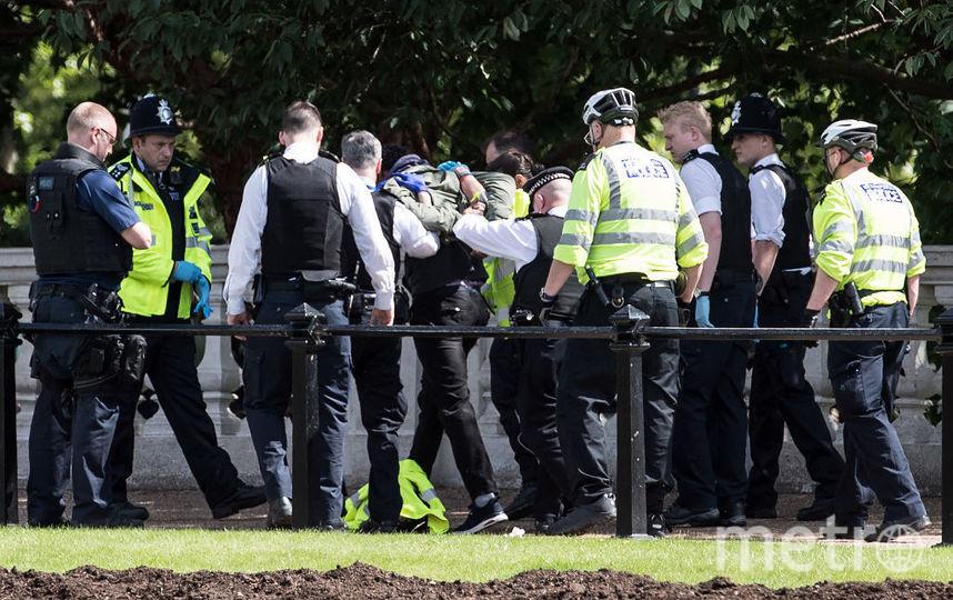 Полиция задержала около Букингемского дворца мужчину с ножом. Фото Getty