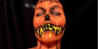 Американка делает отвратительных русалок, зомби и клоунов
