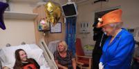 Елизавета II прибыла в детскую больницу Манчестера