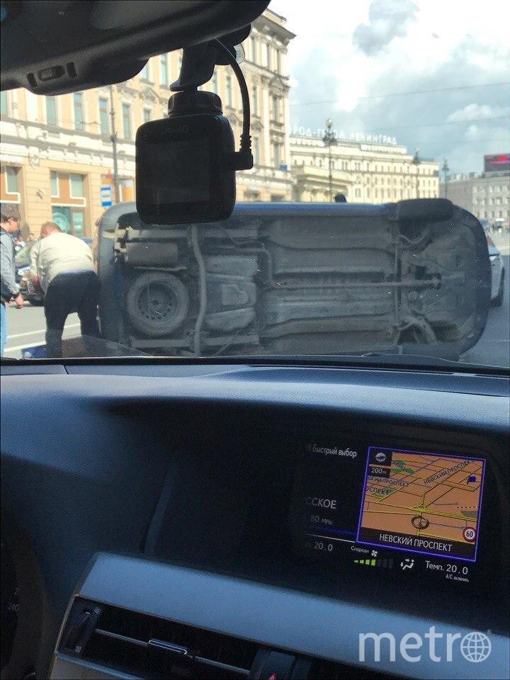 В крупном ДТП в центре Петербурга перевернулся автомобиль. Фото «ДТП и ЧП | Санкт-Петербург», vk.com