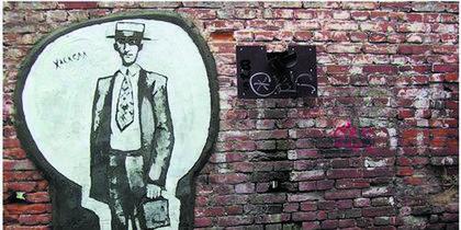 Жителей Владивостока рисуют на стенах